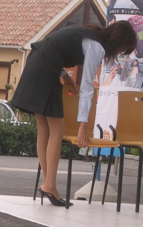 タイトスカートの中を覗きたい!OLお姉さんパンチラ盗撮エロ画像16枚目