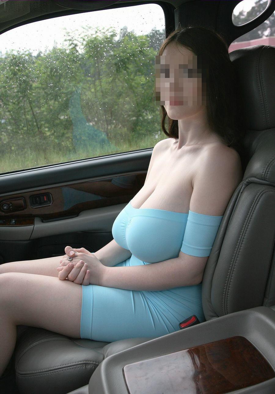 車に乗り込んだミニタイトスカートお姉さん美脚画像4枚目