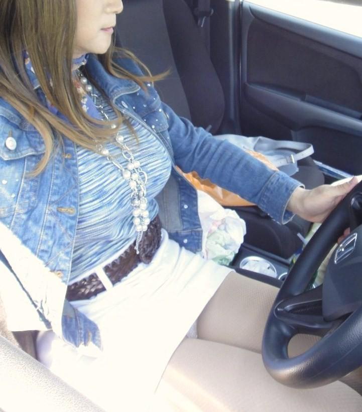 女部下とドライブデート車内太ももタイトスカートフェチエロ画像4枚目