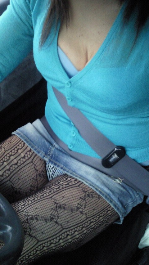 女部下とドライブデート車内太ももタイトスカートフェチ画像11枚目