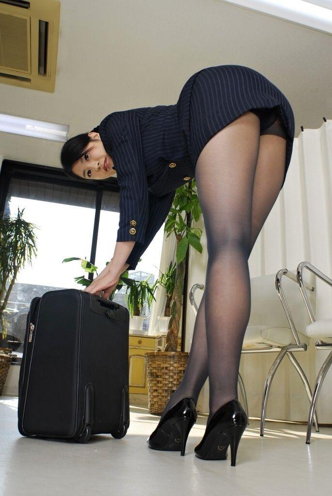 美人スチュワーデス淫乱タイトスカートエロ画像14枚目