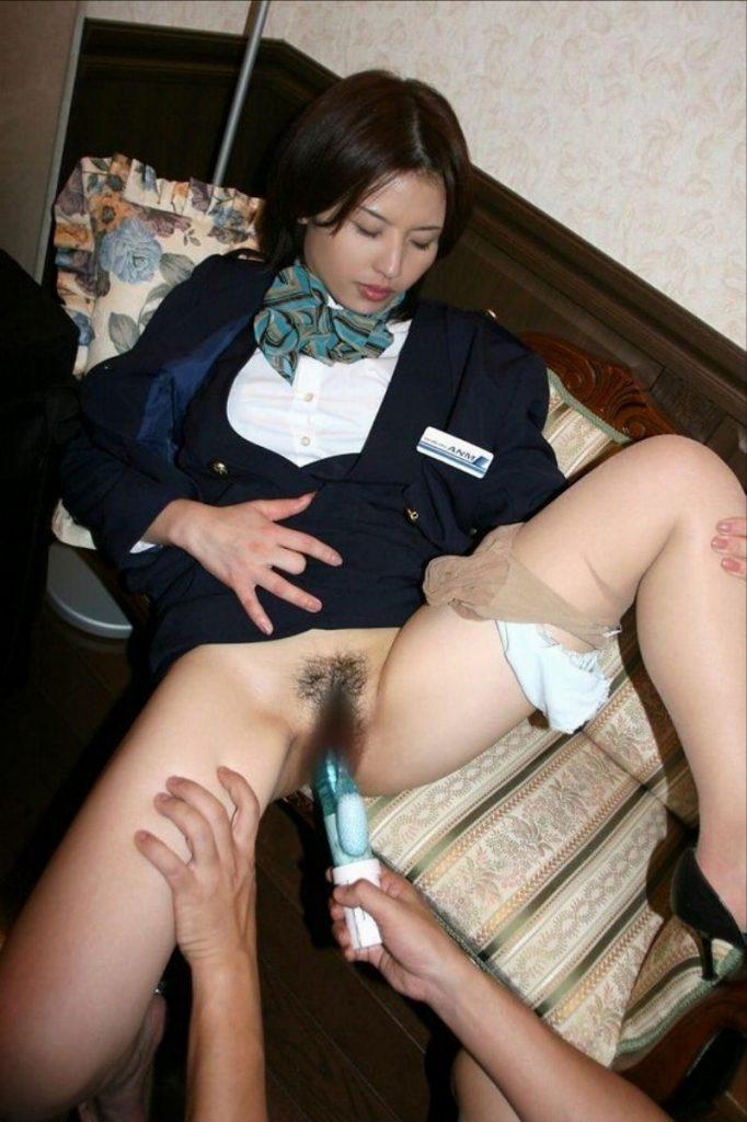 M字開脚スチュワーデス網タイツパンモロエロ画像7枚目