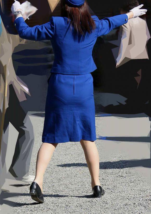 ぽっちゃりバスガイド巨尻タイトスカートエロ画像7枚目