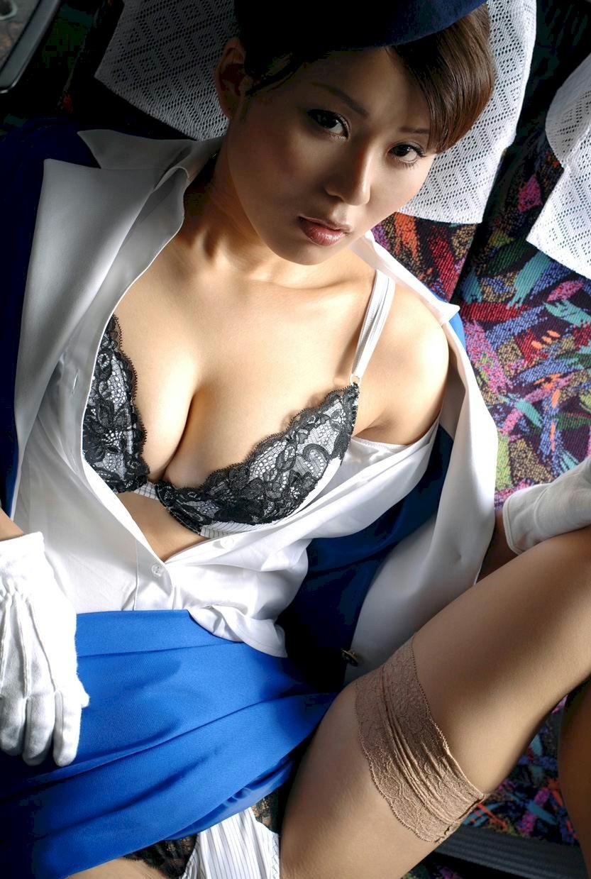 ぽっちゃりバスガイド巨尻タイトスカートエロ画像16枚目