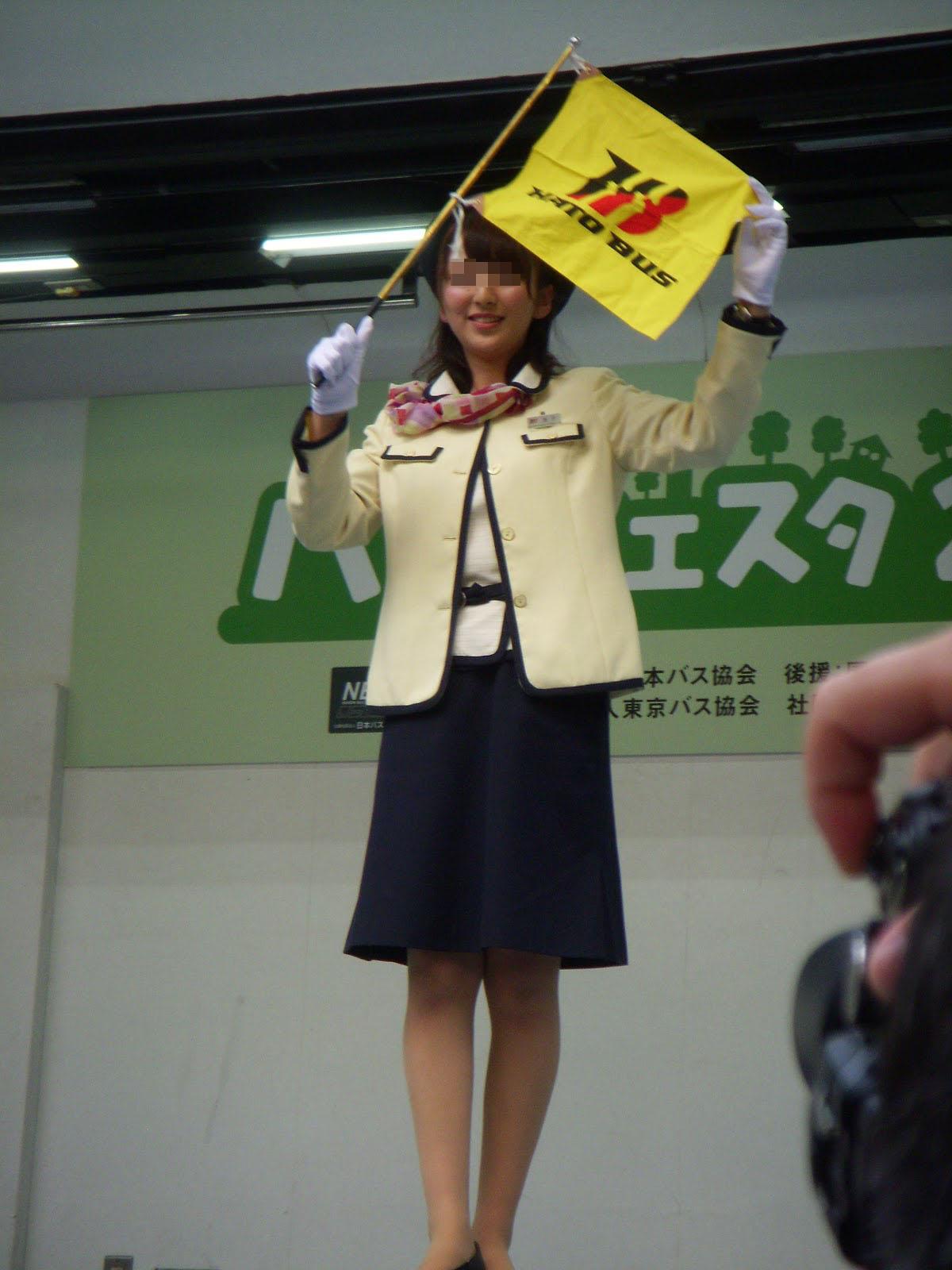 激かわ素人バスガイドタイトスカートエロ写メ画像1枚目
