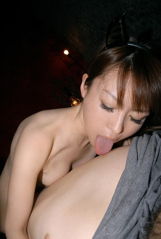 新人OL上司のM男相手に乳首舐め手コキエロ画像4枚目