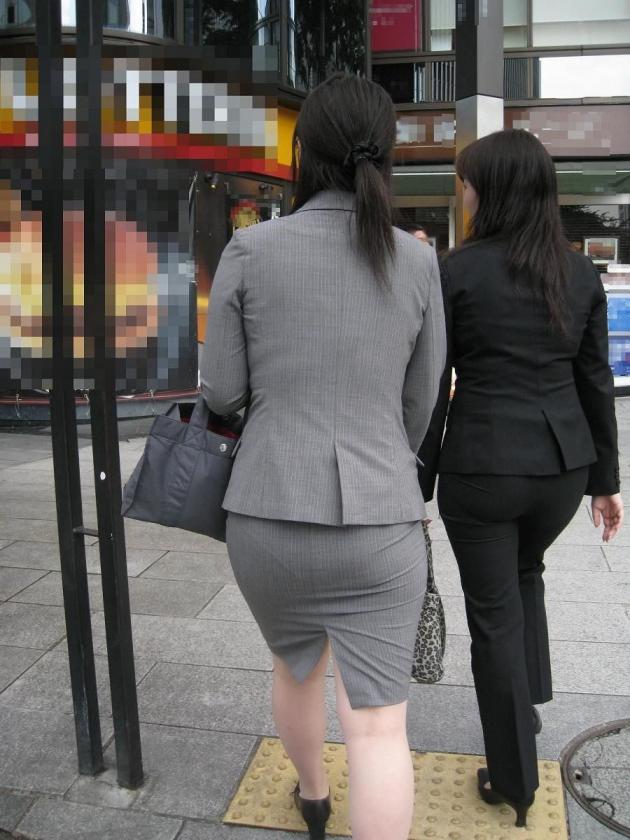 タイトスカート巨尻OLパンティライン盗撮エロ画像15枚目