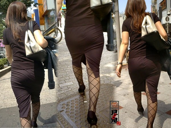 OL盗撮タイトスカートパンチラベンツエロ画像8枚目