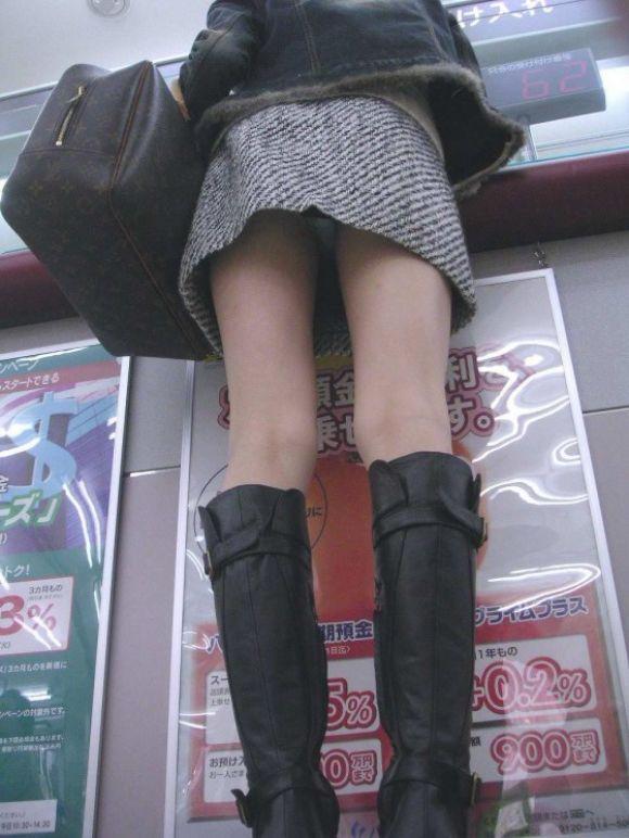 エナメルブーツ着衣パンツずらしセックスエロ画像6枚目