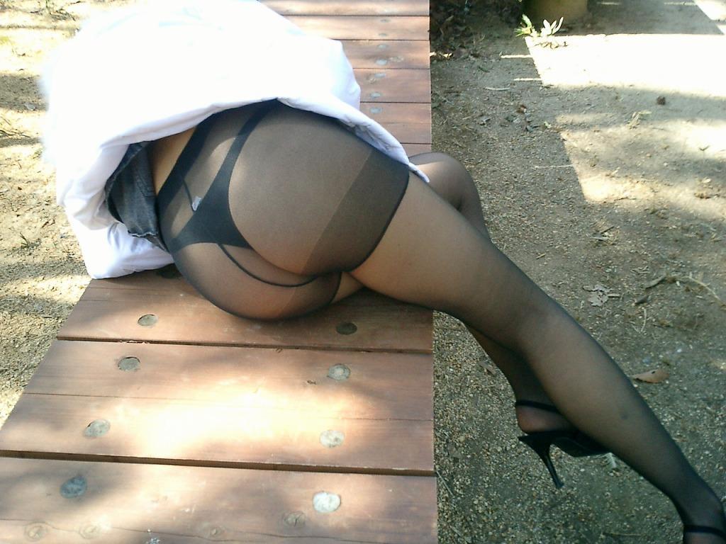 透けパンスト越しの美尻や下着OLエロ画像7枚目