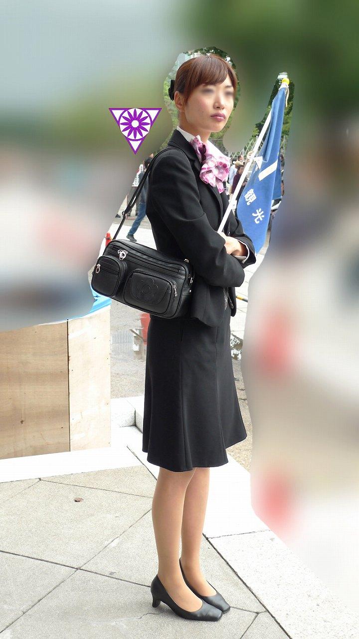 激カワ素人美脚バスガイド盗撮エロ写メ画像9枚目