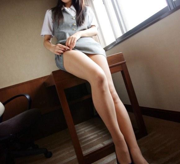 透け下着のタイトスカート巨尻OL盗撮エロ画像3枚目