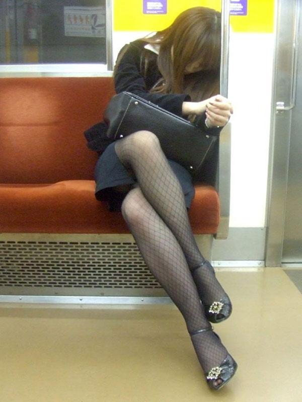 透け下着のタイトスカート巨尻OL盗撮エロ画像9枚目
