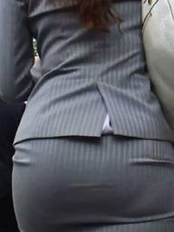 透け下着のタイトスカート巨尻OL盗撮エロ画像10枚目
