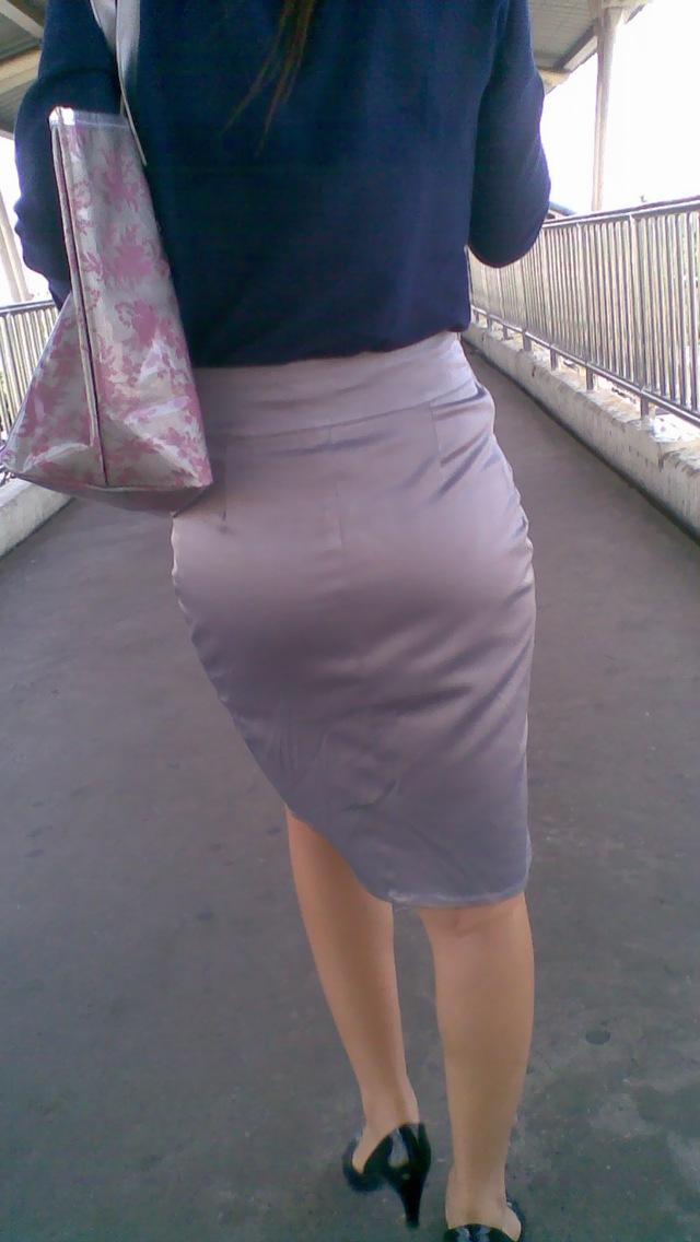 透け下着のタイトスカート巨尻OL盗撮エロ画像16枚目
