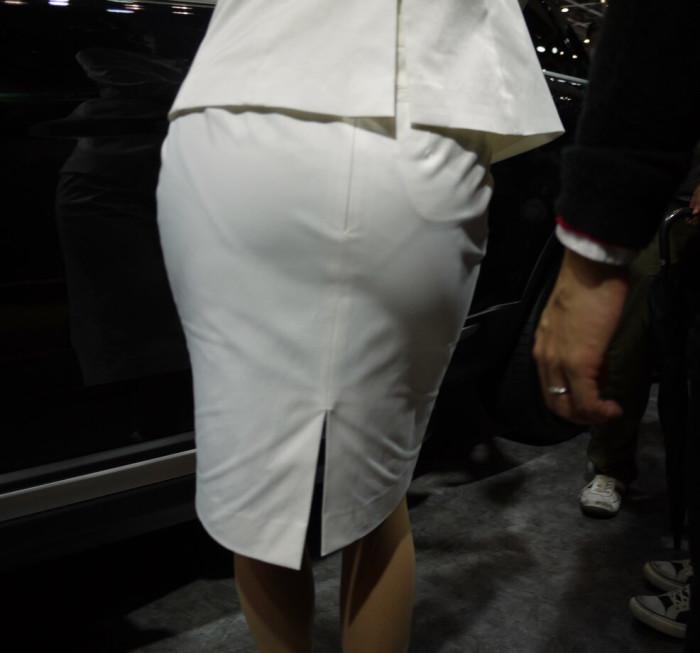 巨尻OLタイトスカートパンティ透け盗撮エロ画像1枚目