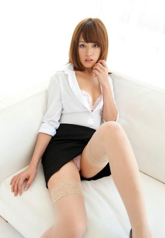 巨尻OLタイトスカートパンティ透け盗撮エロ画像3枚目
