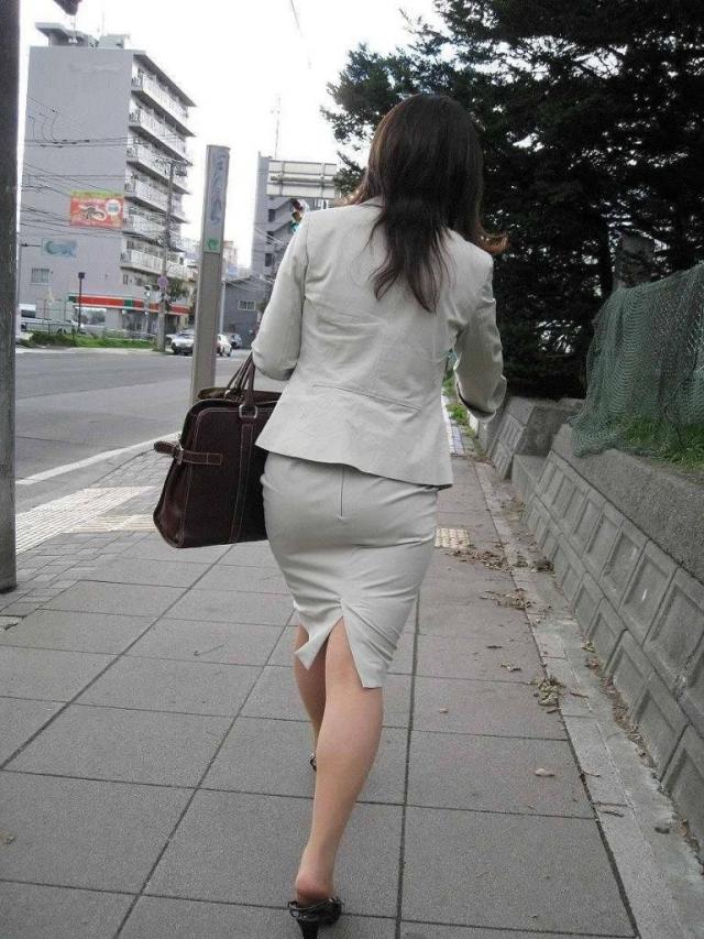 巨尻OLタイトスカートパンティ透け盗撮エロ画像9枚目