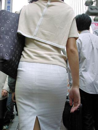 巨尻OLタイトスカートパンティ透け盗撮エロ画像14枚目