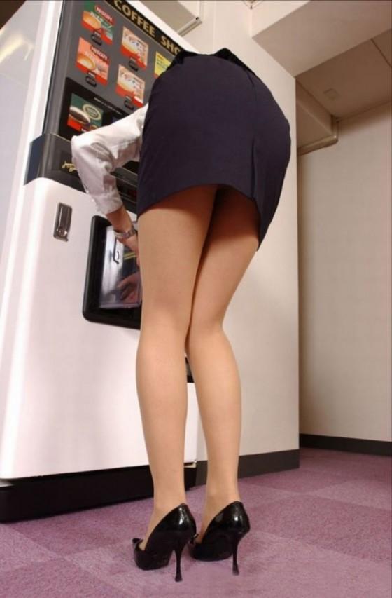 街角OLタイトスカートお尻パンツの線エロ画像2枚目