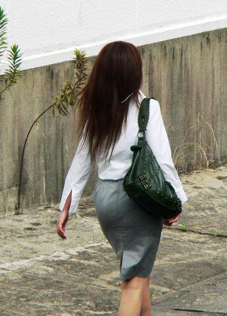 街角OLタイトスカートお尻パンツの線エロ画像11枚目