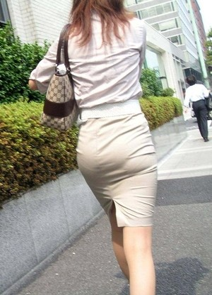 街角OLタイトスカートお尻パンツの線エロ画像15枚目