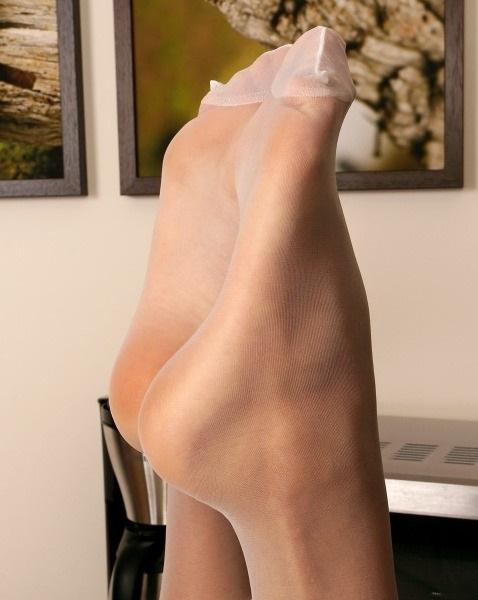 着衣パンストOLの蒸れて臭い足裏エロ画像10枚目