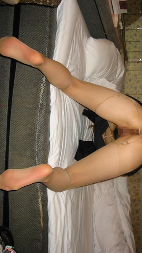 ベージュパンスト蒸れた足裏OLエロ画像13枚目