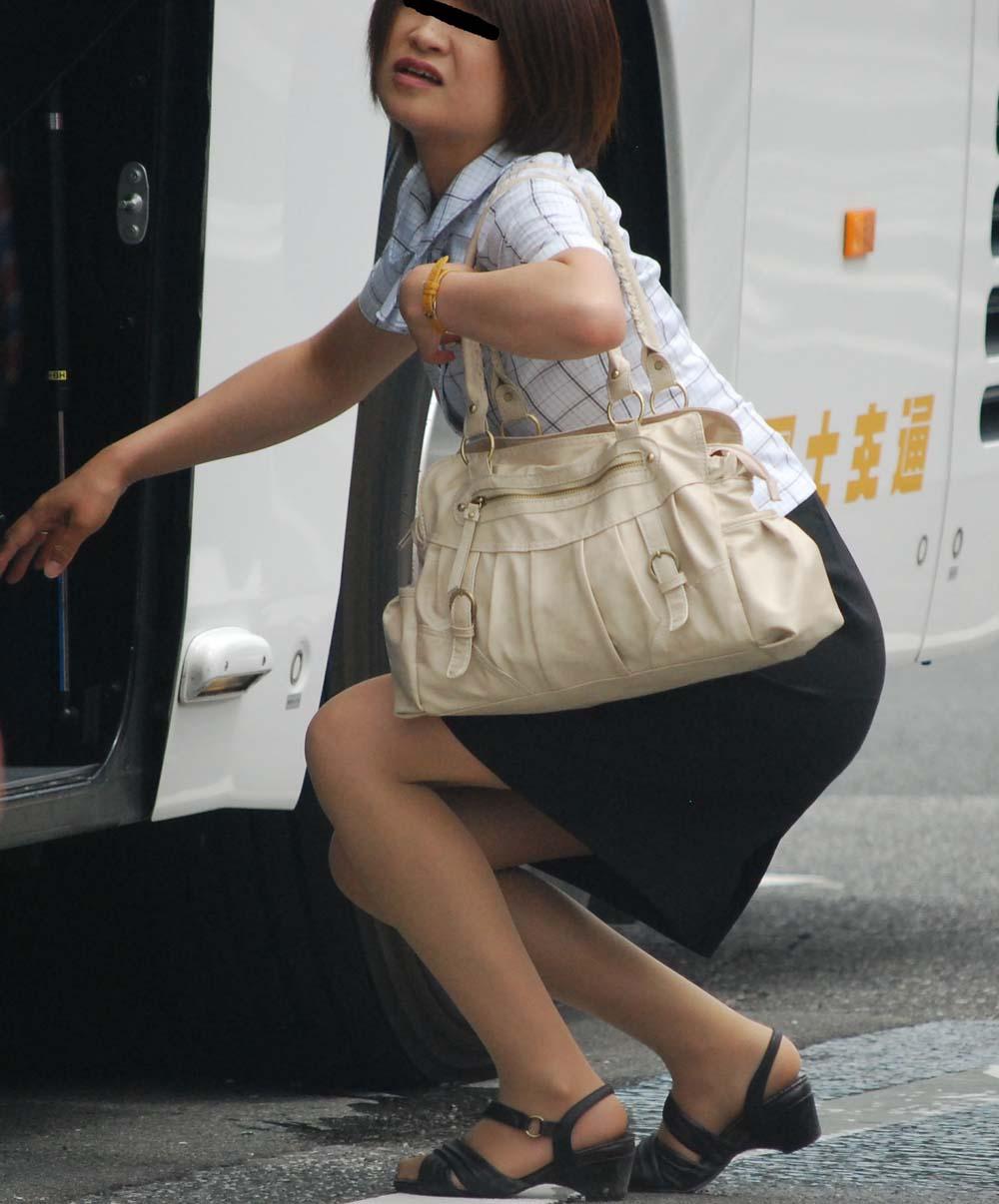 パンツ透け巨尻バスガイド盗撮エロ画像5枚目