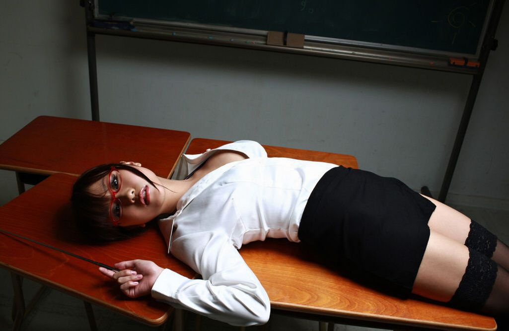 淫乱メガネ女教師巨乳ブラジャーエロ画像8枚目