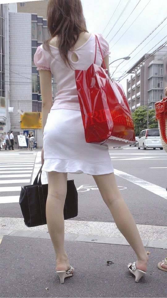 タイトスカートお尻パンティラインOLエロ画像13枚目