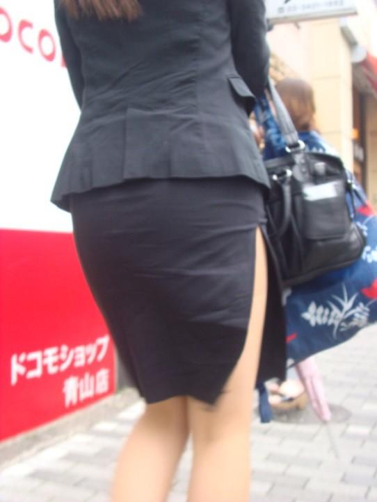 ベンツスリットにミニのタイトスカート巨尻OLエロ画像4枚目