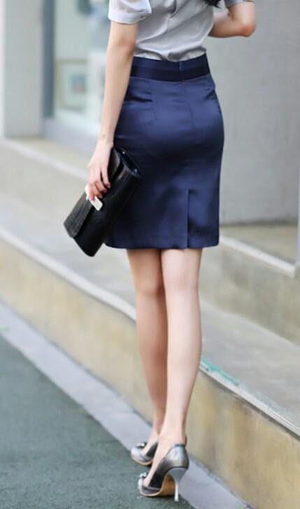 ベンツスリットにミニのタイトスカート巨尻OLエロ画像8枚目