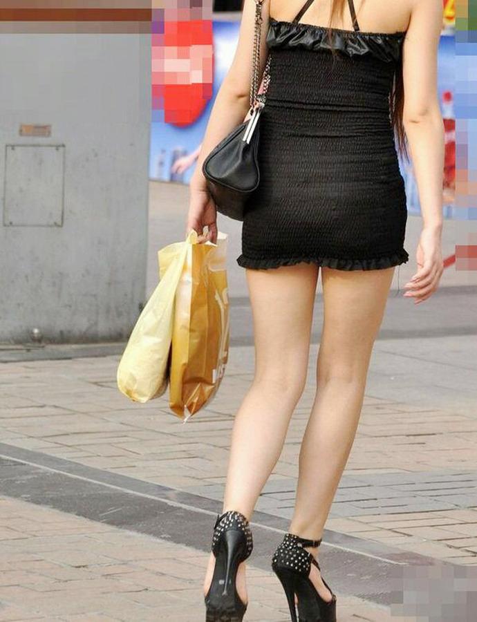 ベンツスリットにミニのタイトスカート巨尻OLエロ画像16枚目