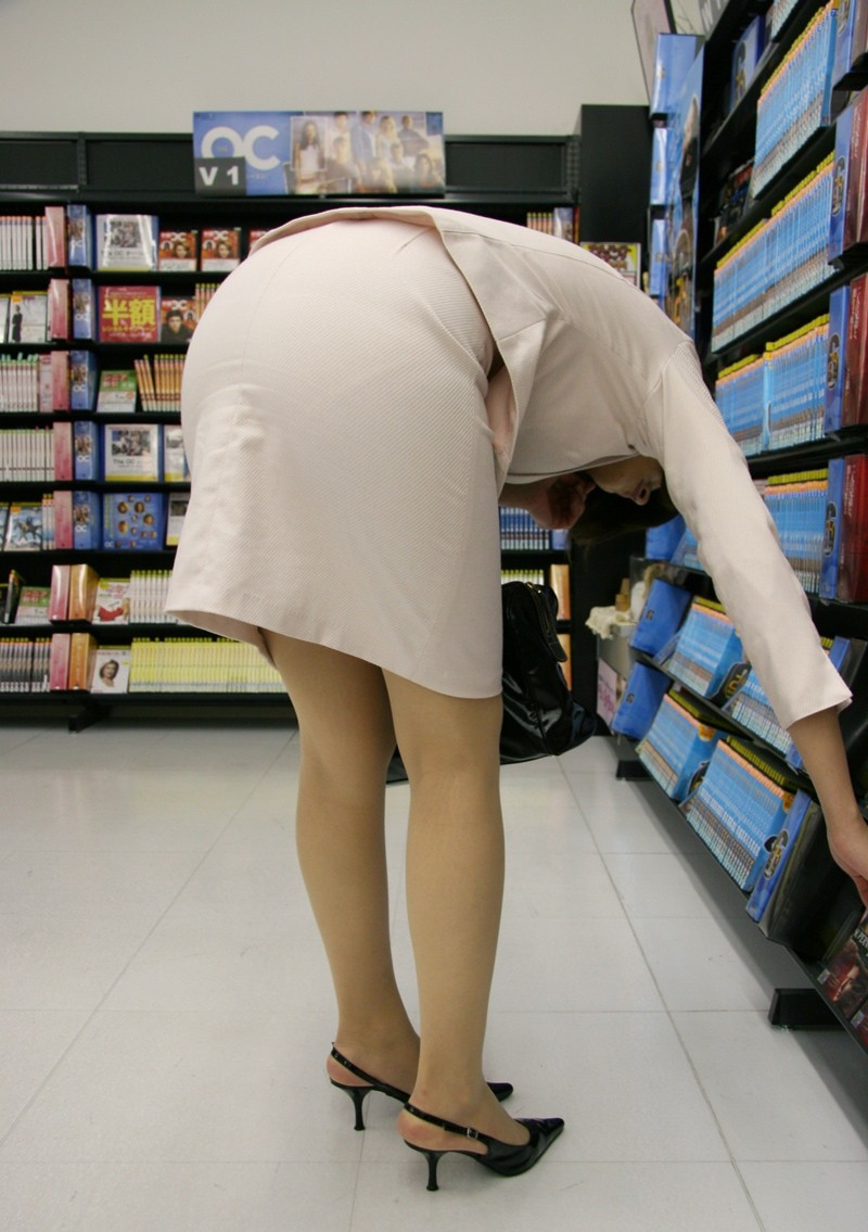 リクスータイトスカート巨尻OLエロ画像7枚目
