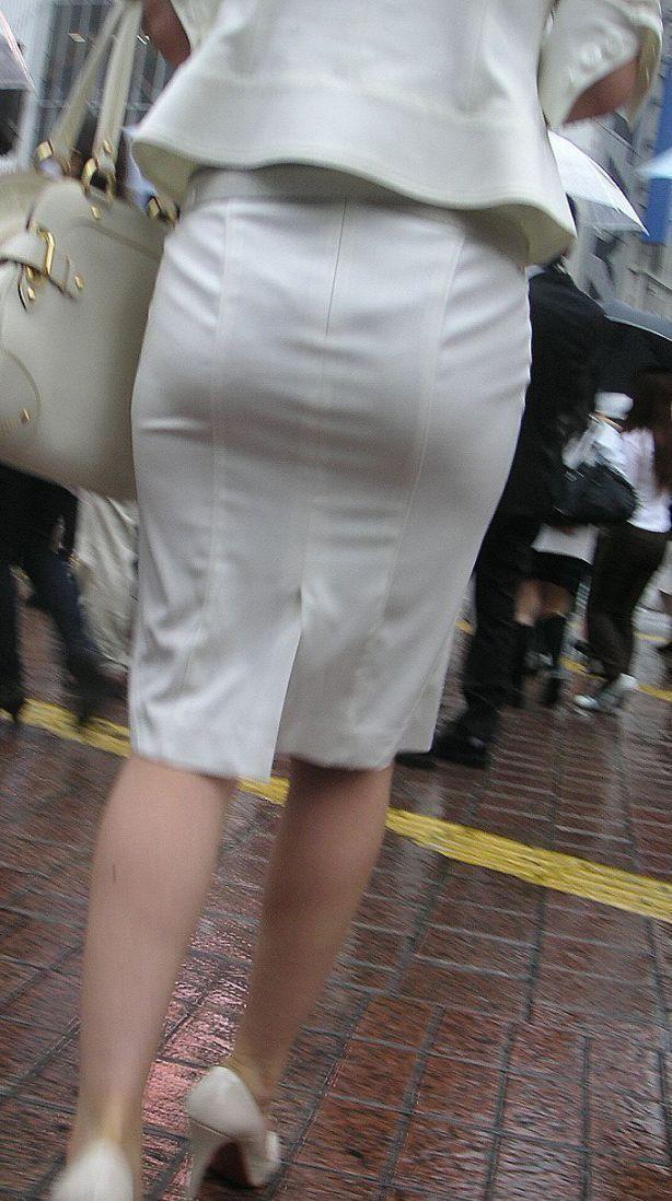 リクスータイトスカート巨尻OLエロ画像10枚目