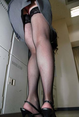 リクスータイトスカート巨尻OLエロ画像13枚目