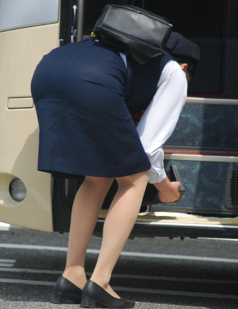 バスガイドのタイトスカートお尻エロ画像16枚目