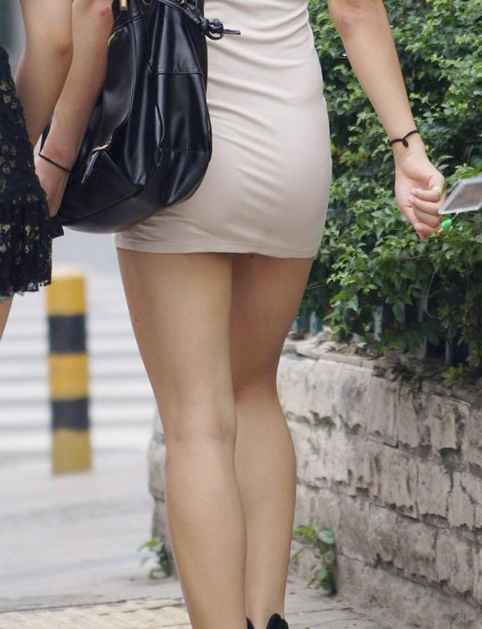 タイトミニスカート下着のラインモロ見えエロ画像1枚目
