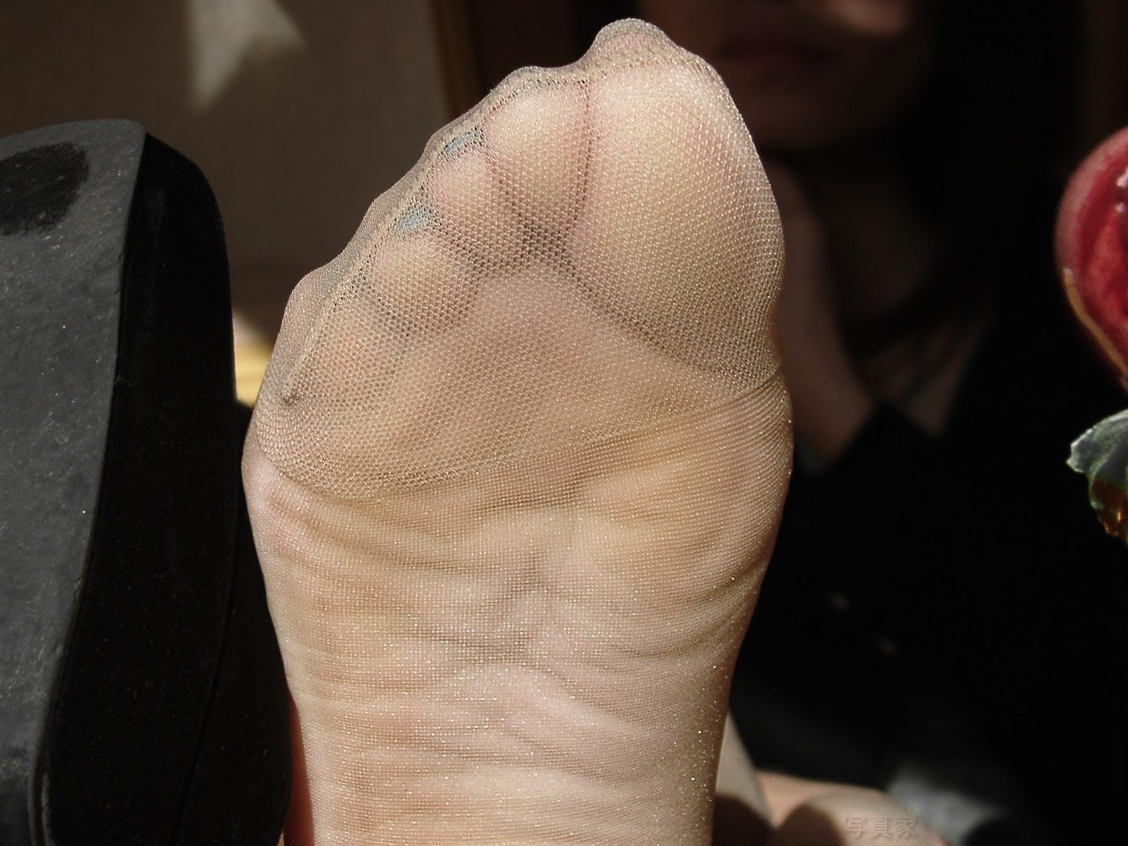 かなり臭そうな熟女OLのパンスト足裏エロ画像15枚目