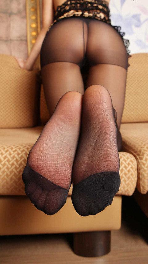 OLのお尻と美脚そしてパンスト足裏エロ画像1枚目