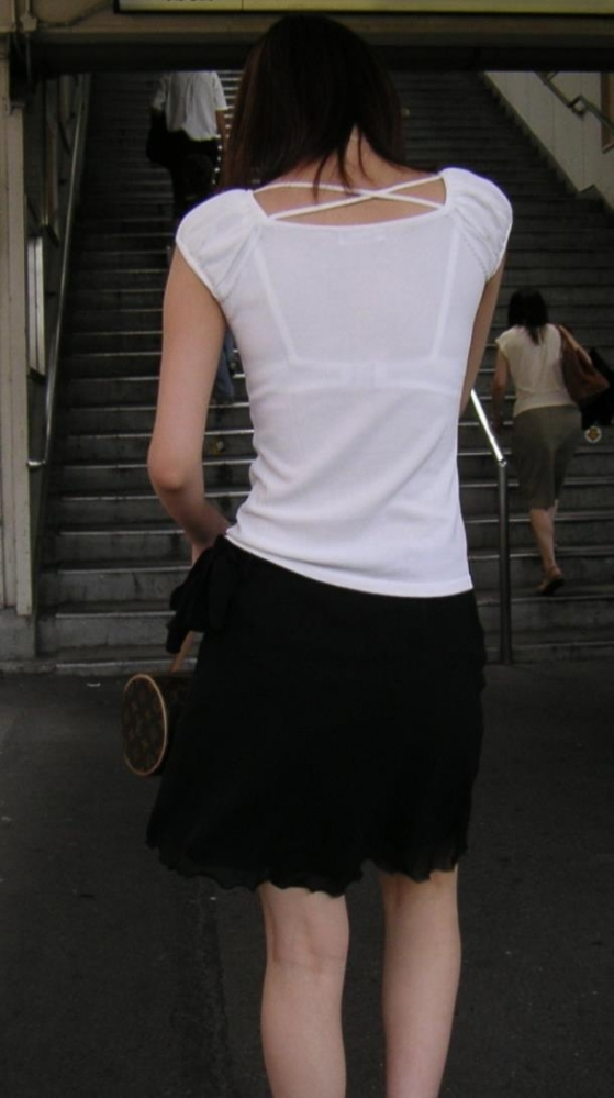 ブラウスやTシャツ透けブラジャーOL盗撮エロ画像1枚目