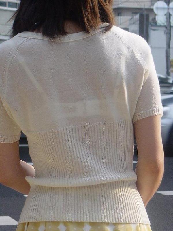 ブラウスやTシャツ透けブラジャーOL盗撮エロ画像6枚目