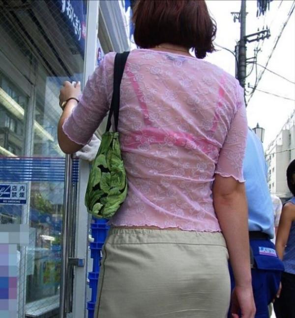 ブラウスやTシャツ透けブラジャーOL盗撮エロ画像9枚目