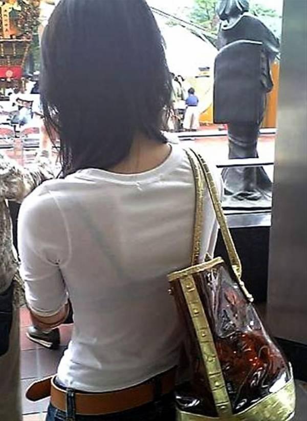 帰宅中私服OL透けブラジャー盗撮エロ画像12枚目