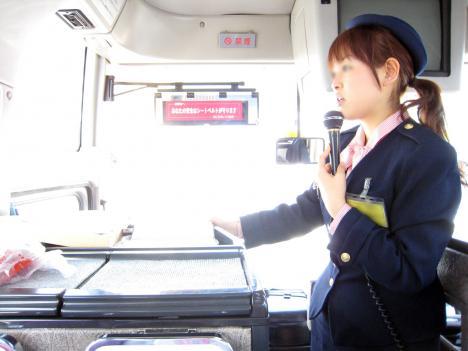 勤務中の車内着衣セックスバスガイドエロ画像10枚目