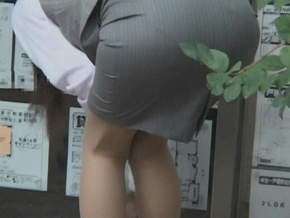 ふくらはぎフェチのタイトスカートOLエロ画像13枚目