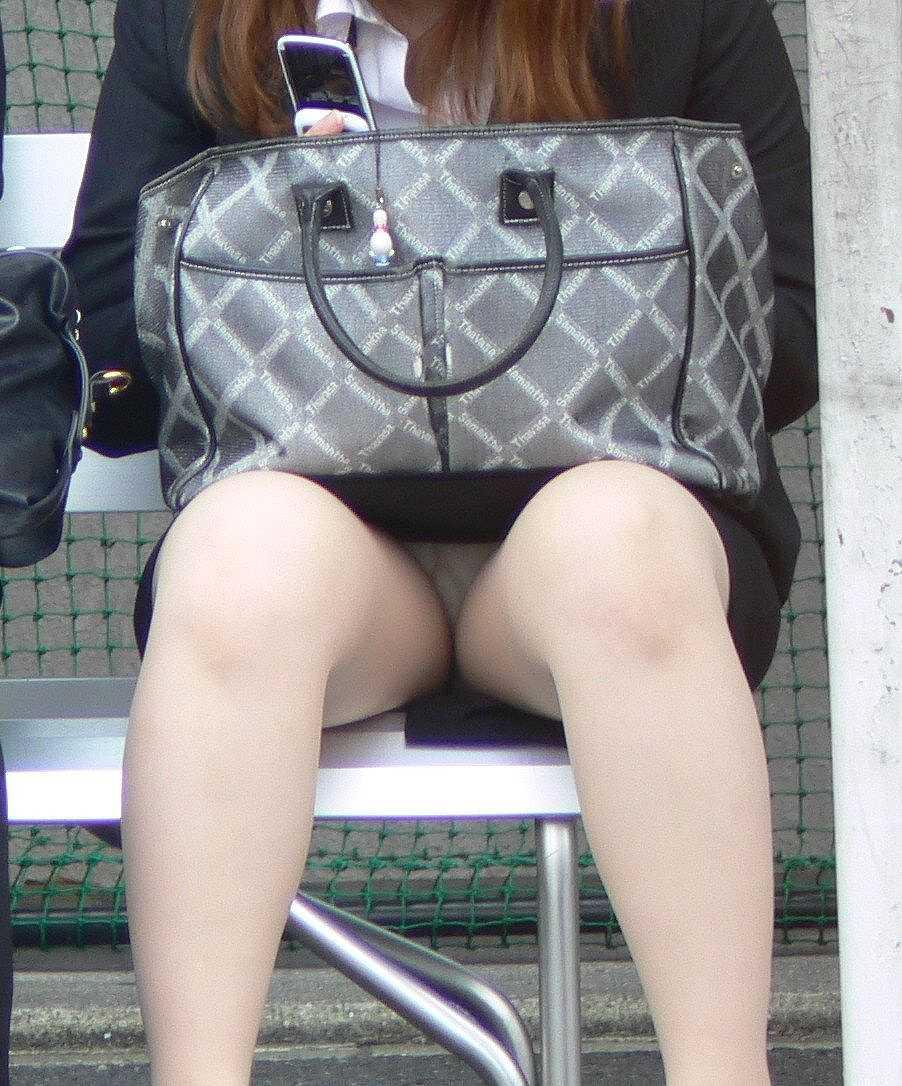 清掃中OL三角タイトスカートパンチラ盗撮エロ画像7枚目