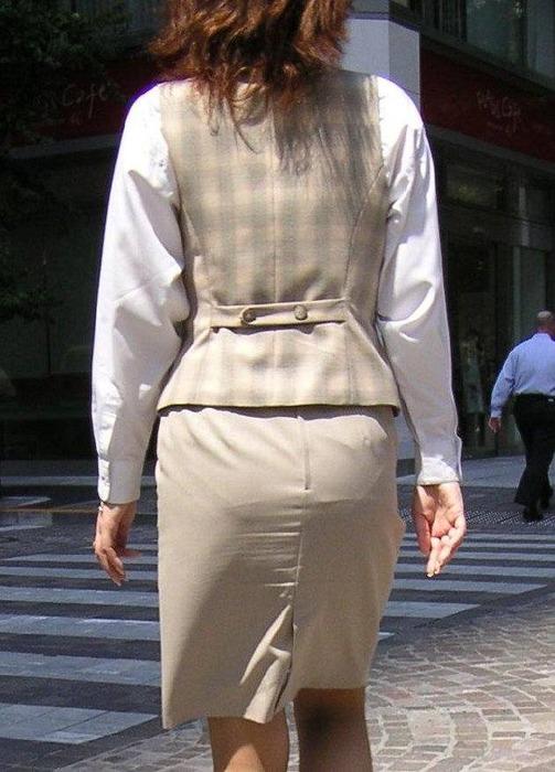 美脚バスガイドの巨尻ミニタイトスカートが素晴らしい8枚目
