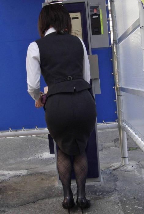 美脚バスガイドの巨尻ミニタイトスカートが素晴らしい14枚目